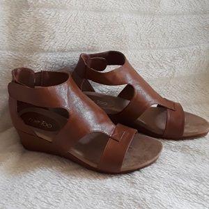 NWOT Me Too Sandals 8.5